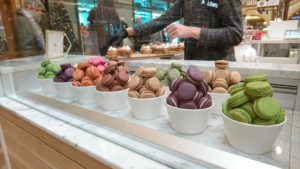 Colorful macaroons by Momade cupcakes
